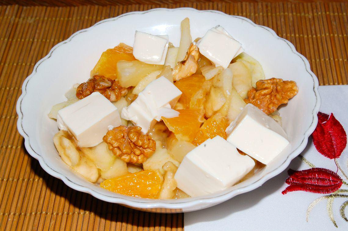 Sałatka owocowa z tofu