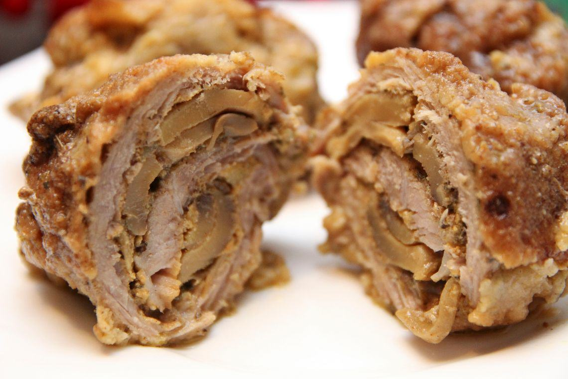 Roladki z szynki wieprzowej nadziewane pieczarkami