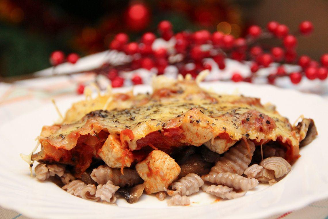 Zapiekanka makaronowa z sosem pomidorowym