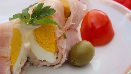 Roladki z piersi indyka nadziewane jajkiem