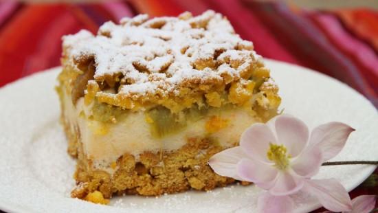 Ciasto ucierane rabarbarowo-herbaciane z pianką budyniową