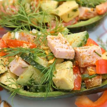 Sałatka z szynką i avocado