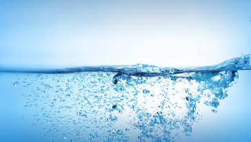 Uzupełnianie płynów w ciągu dnia – co wybrać i na co zwrócić uwagę?