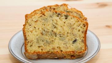 Chleb pszenny z serem i ziarnami