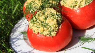 Pomidory nadziewane pastą jajeczną