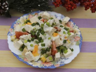 Sałatka brokułowa z szynką i fetą